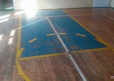 Stan parkietu przedcyklinowaniem sali gimnastycznej