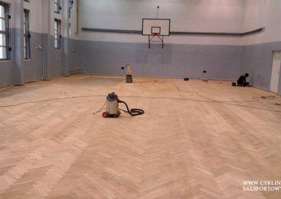 cyklinowanie sali gimnastycznej Wiązów (6)
