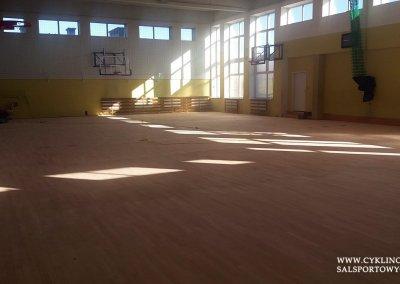 cyklinowanie sali gimnastycznej w Kamieńcu Wrocławskim (2)