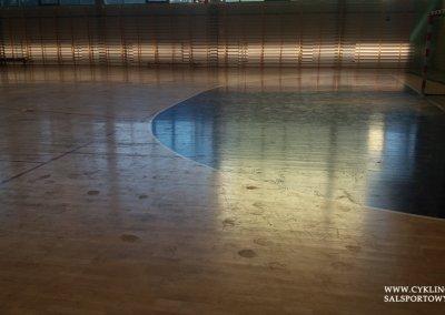 Podłoga sportowa w hali przed cyklinowaniem (1)