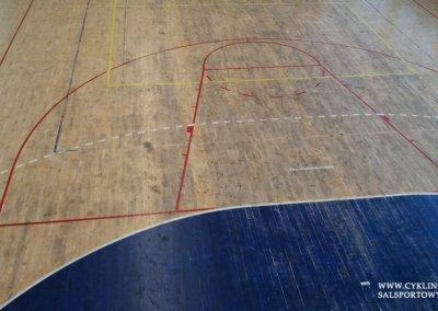 Podłoga sportowa w hali przed cyklinowaniem (4)